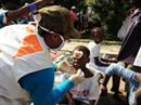 Lokale World Vision-Mitarbeiter leisten Soforthilfe.