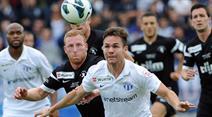 Reto Friedli vom FC Blacks Stars gegen Zürichs Patrick Rossini.