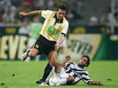 Philipp Degen im Kampf gegen Gladbachs Hassan El Fakiri.