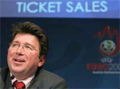 An einer Medienkonferenz in Basel gab die UEFA die Kriterien bekannt.