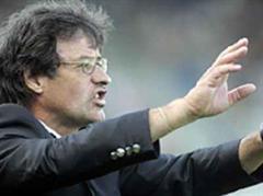 Luzerns Trainer Roberto Morinini dirigiert sein Team.