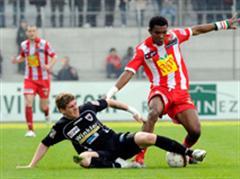 Aaraus Davide Marazzi gegen Sions Geoffroy Serey Die.