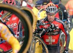 Thomas Frischknecht, Team Swisspower, kämpft sich zum Sieg.