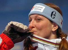 Janica Kostelic löst bei den Frauen Anja Pärson als Rekordverdienerin ab.