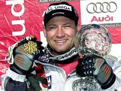 Weltcupsieger Stephan Eberharter 2002/2003 mit der Kristallkugel.