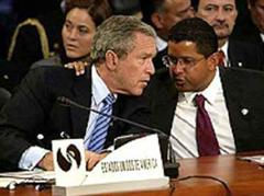 Francisco Flores mit dem US-Präsidenten George W. Bush.