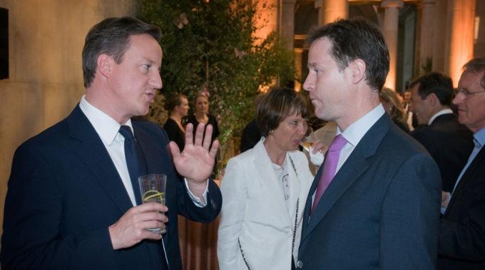 Regierungszwillinge von Murdoch's Gnaden: David Cameron und Nick Clegg - oder umgekehrt?
