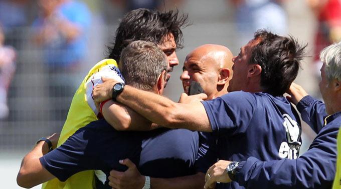 Freude nach dem Spiel: Sions Gennaro Gattuso jubelt mit Trainer Sebastien Fournier.