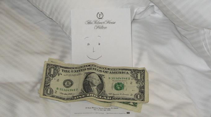 Geld im Bett bedeutet Trinkgeld.