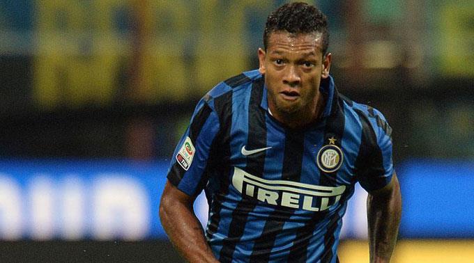 Fredy Guarin kehrt Inter den Rücken.